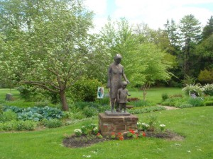 Pearl Buck statue